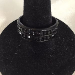BLACK RING BAND WITH SAPPHIRE